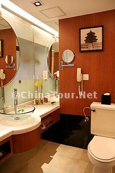 Superior Room/Bathroom