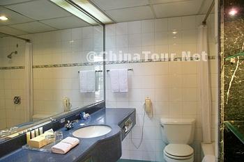 Deluxe Executive Room/Bathroom