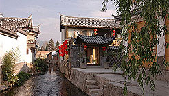 Lijiang Brook and Bridge Inn