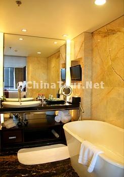 Executive Deluxe Room/Bathroom