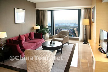 Executive Suite/Living Room