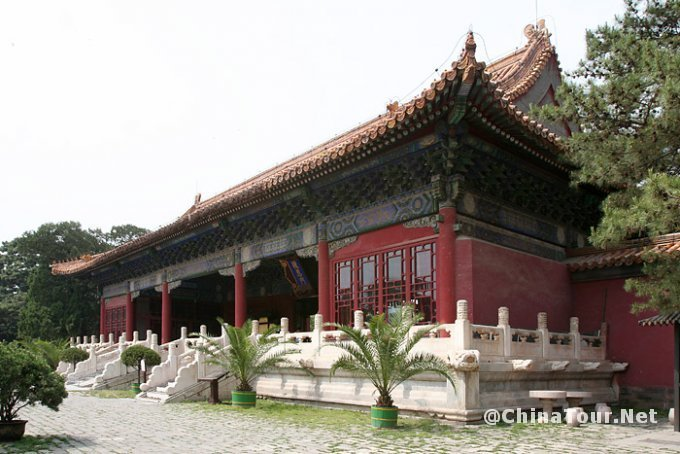 Closer view of the Ling'enmen gate