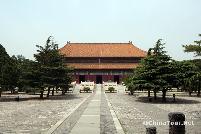 The Ling'en hall (Hall of Eminent Favor) seen from the Ling'enmen gate.
