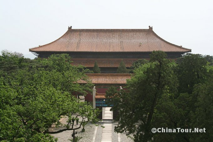 View of the Ling'en hall from the Minglou.