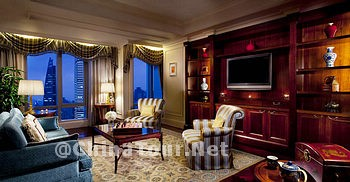 Executive Suite /living room