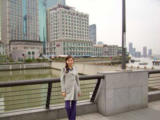 On The Bund, hotel in background