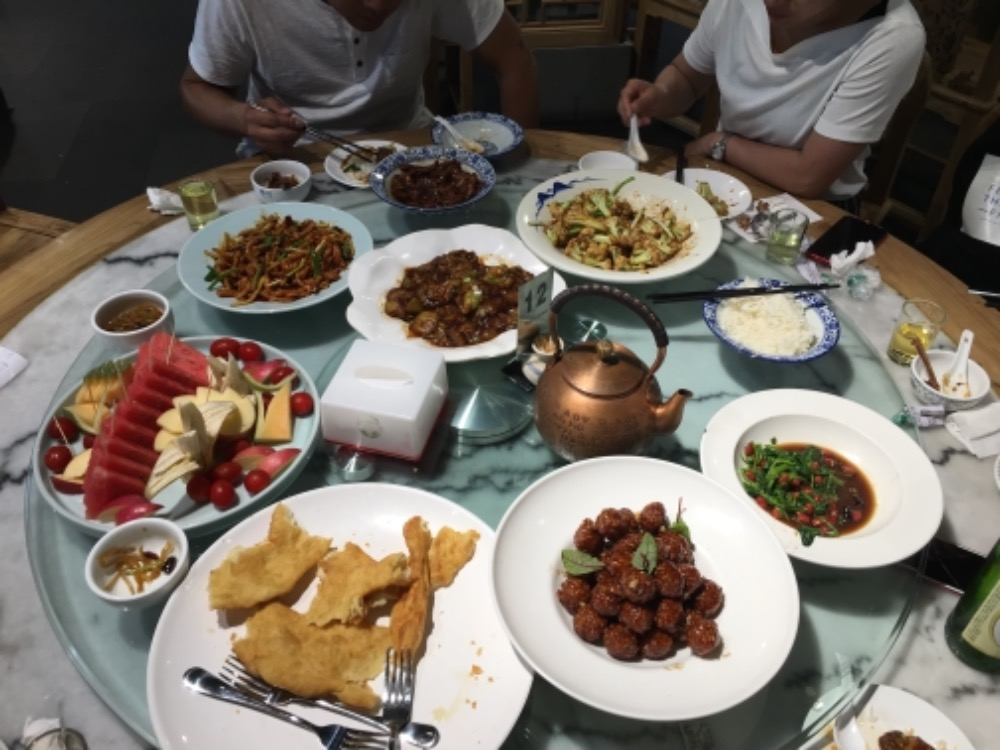delicious lunch through tasting Chinese cuisine