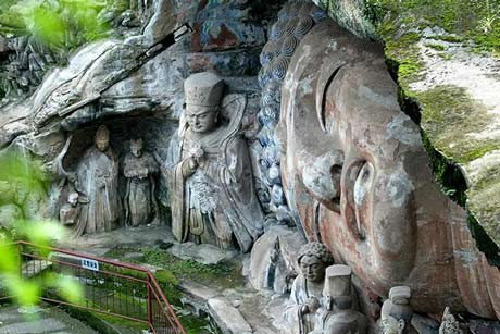 3 Days Chongqing Tour to Visit Pandas and Dazu Grottoes